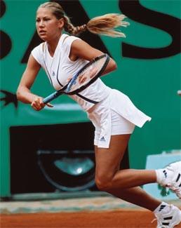 Лечение на тенис лакът с кинезиотейпинг